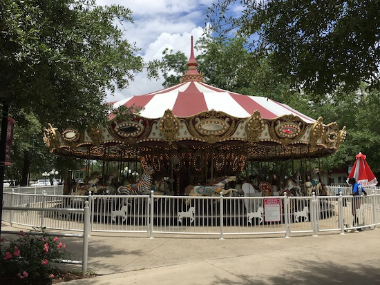 Amusement Park Rides : Grand Carousel